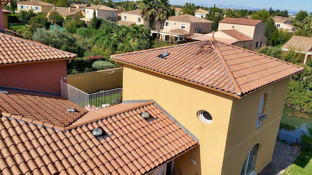 conduit de lumi re toiture tuiles m caniques plates romanes canal ardoise puits de lumi re. Black Bedroom Furniture Sets. Home Design Ideas